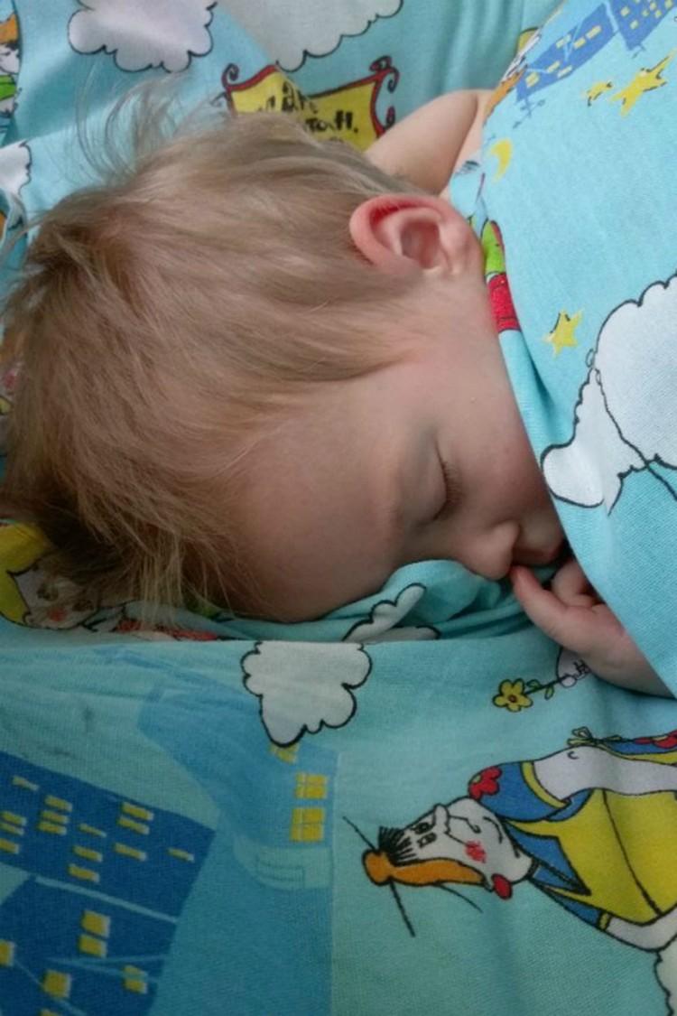 Ваня спит под присмотром Фрекен Бок.