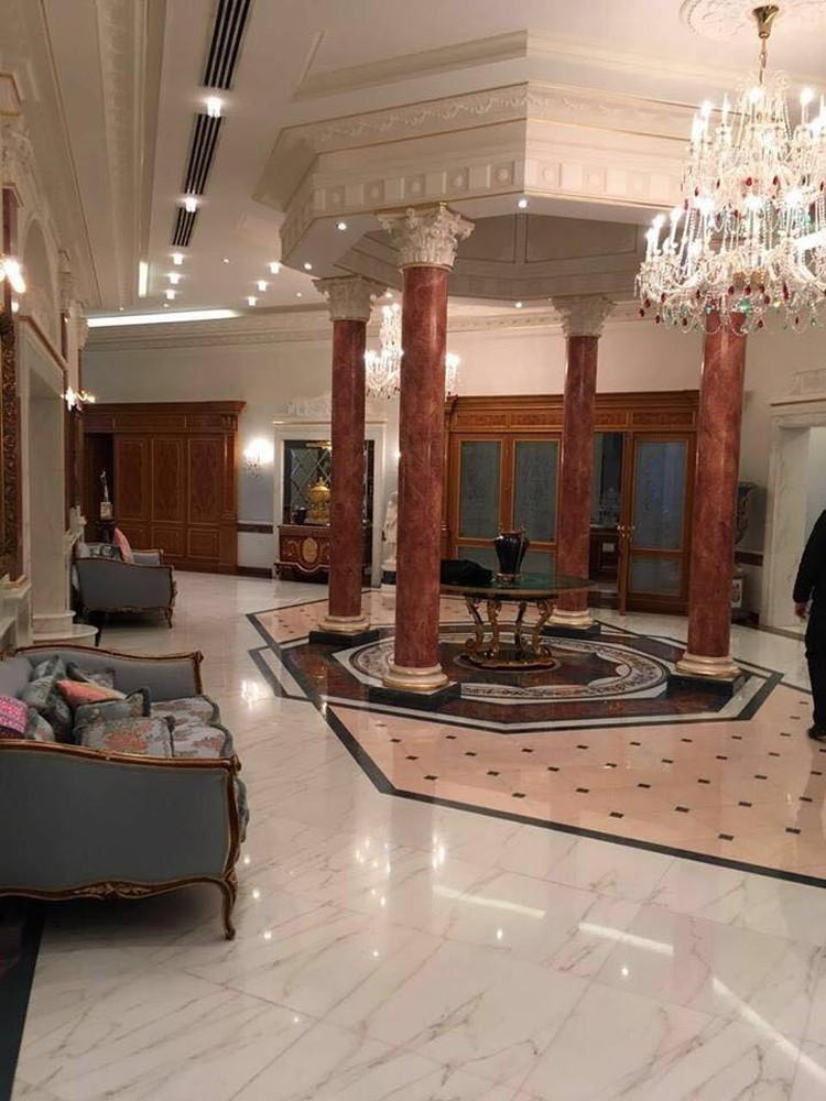 Гостиная с колоннами.