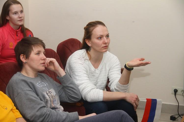 """Капитан """"СКИФ"""" Анастасия Смирнова (справа) считает, что нужно было почаще бить по воротам команды США."""