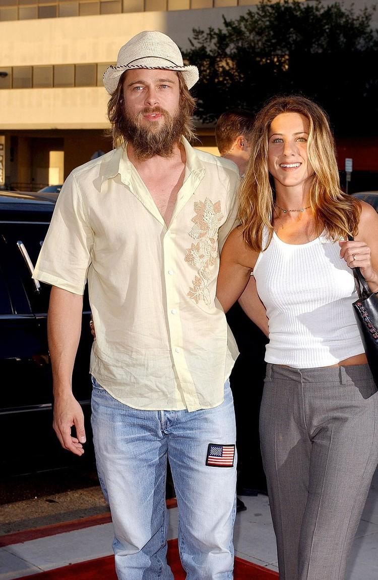 Брэд Питт и Дженнифер Энистон расстались после того, как актер изменил жене с Анджелиной Джоли.