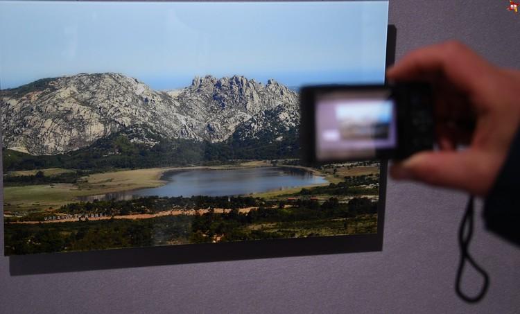 Тут же фотографии заповедного места Жеумжанг во всей красе. Но совсем без милитаристкого антуража, который виден в телескоп.