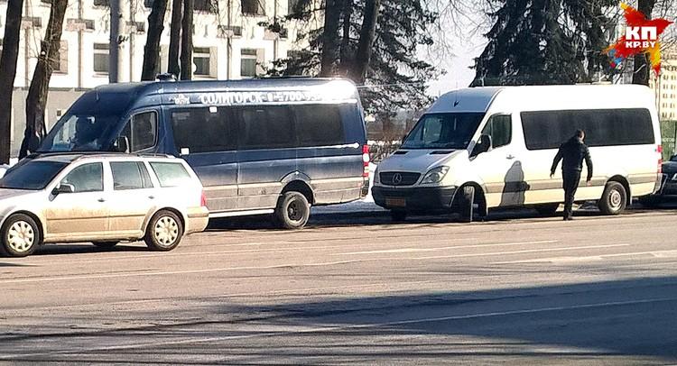 С привокзальной площади отправляются маршрутки в Могилев и Гродно, со стоянки на Кирова – в Узду и Бобруйск, со Свердлова – в Солигорск и Слуцк, с Дружной – в Молодечно и Пинск.
