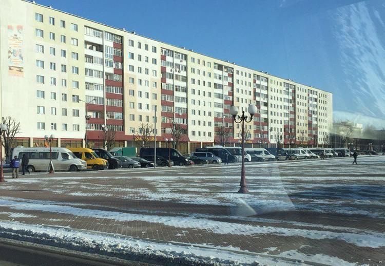 Маршрутки стоят на автовокзале в Солигорске - на рейсы никто не вышел. Фото: соцсети.