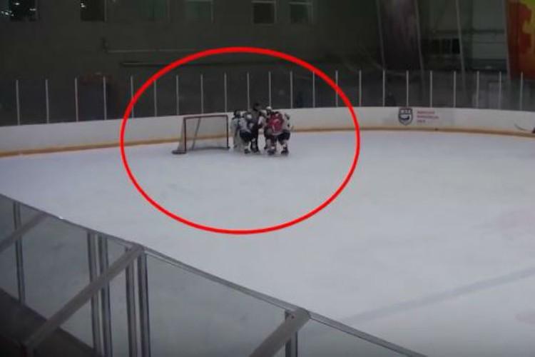 На площадке начиналась драка. Фото: скриншот видео.