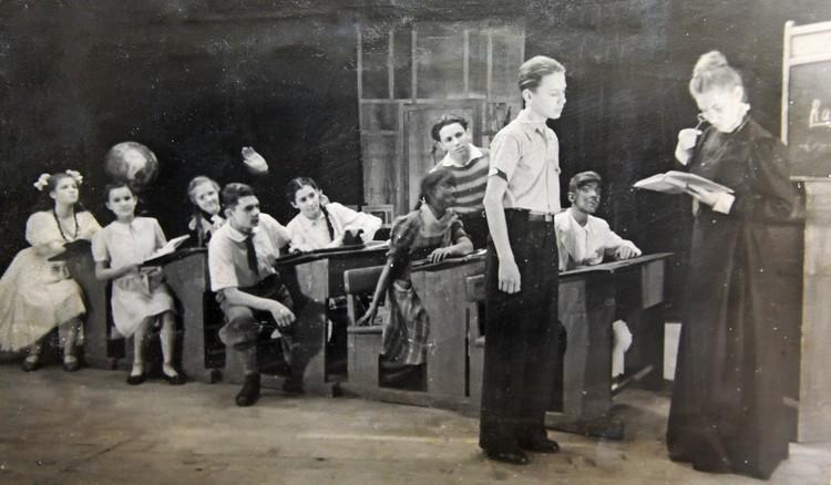 """1949 год, спектакль """"У нас экзамены"""" по повести Агнии Барто. У Табакова главная роль - Ленточкина."""