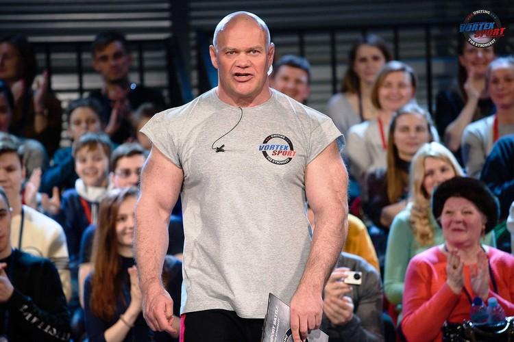 Ведущий соревнований - спортсмен и актер Павел Бадыров. ФОТО: предоставлено организатором