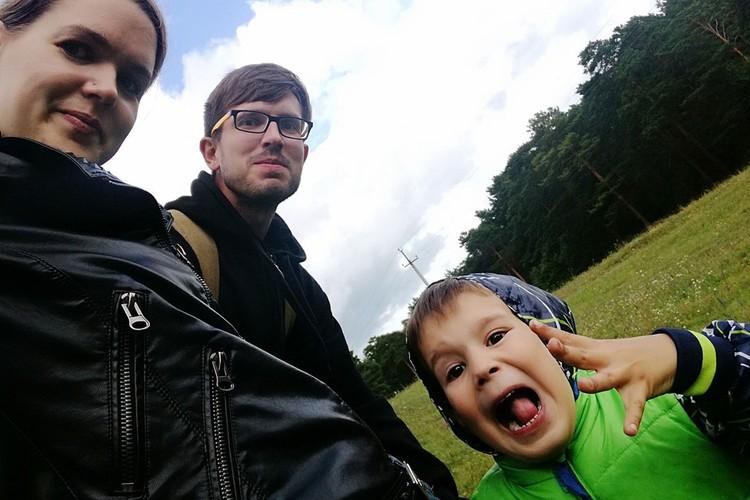 В Кемерове прощаются с Антоном Мухиным и его 5-летним сыном Ратибором