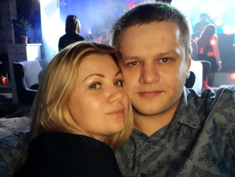 """Игорь с женой Татьяной, погибшей в """"Зимней вишне""""."""