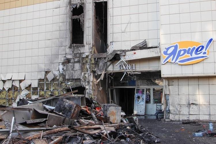 Так выглядит вход в ТРЦ после трагедии