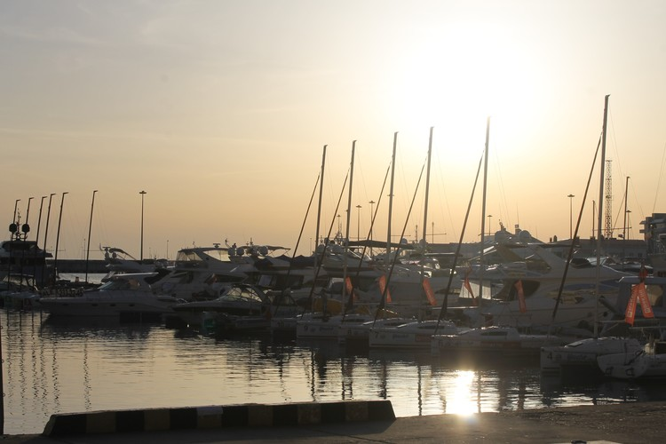 Морские прогулки на яхтах и катерах - одно из любимых развлечений туристов