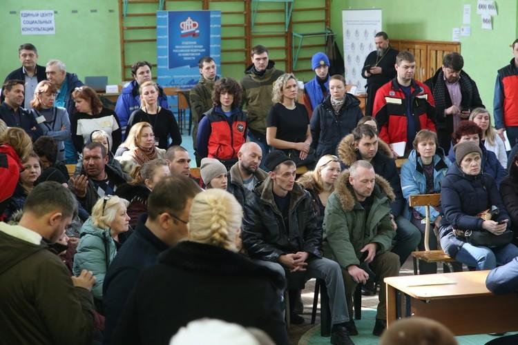 Родные погибших в ТРЦ «Зимняя вишня» в оперативном штабе