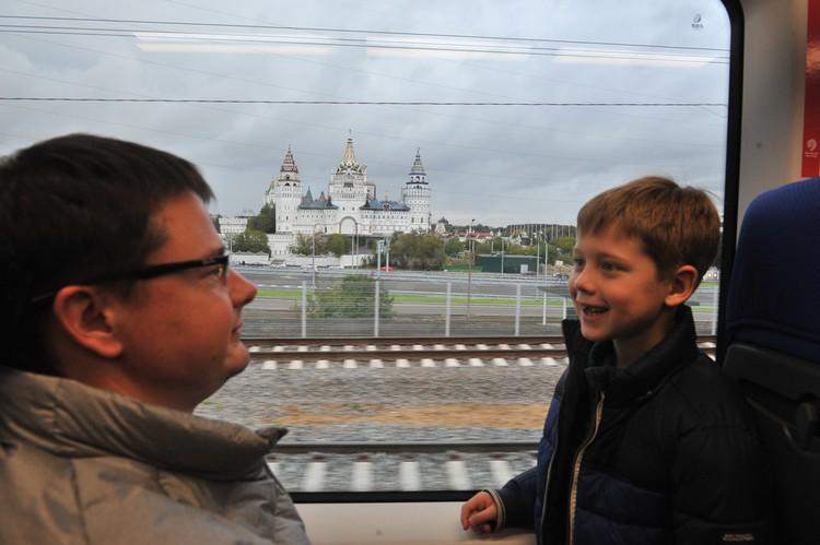 Не угасает интерес к железнодорожным путешествиям по Золотому кольцу России. Фото: Михаил ФРОЛОВ.
