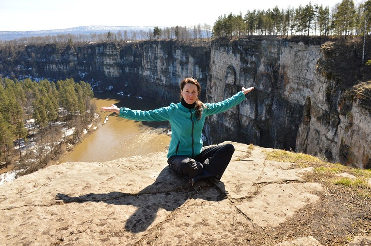 Большие Притесы — необычные стометровые скалы на реке Ай. Фото: Лариса ЩЕПЕТОВА