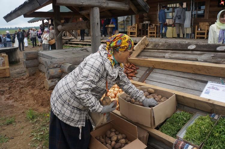 Продавцы уверяют - в городе такой картошки не найти