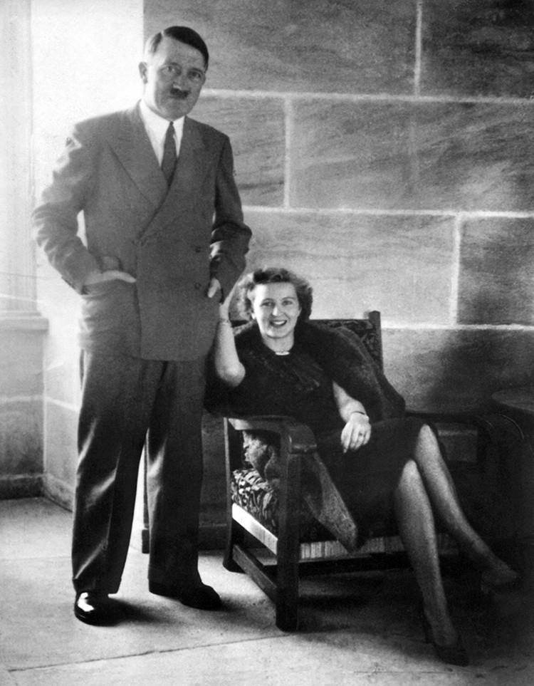 Гитлер распорядился сжечь дотла свое тело и жены Евы Браун, чтобы даже останки не попали в руки «дикарей с Востока»