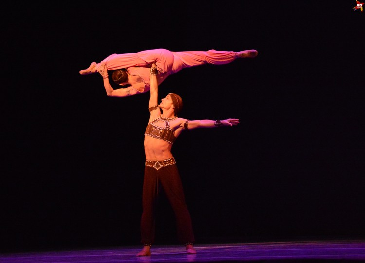 Елена Петриченко и Сергей Чумаков доказали, что балет органично сочетается с акробатикой