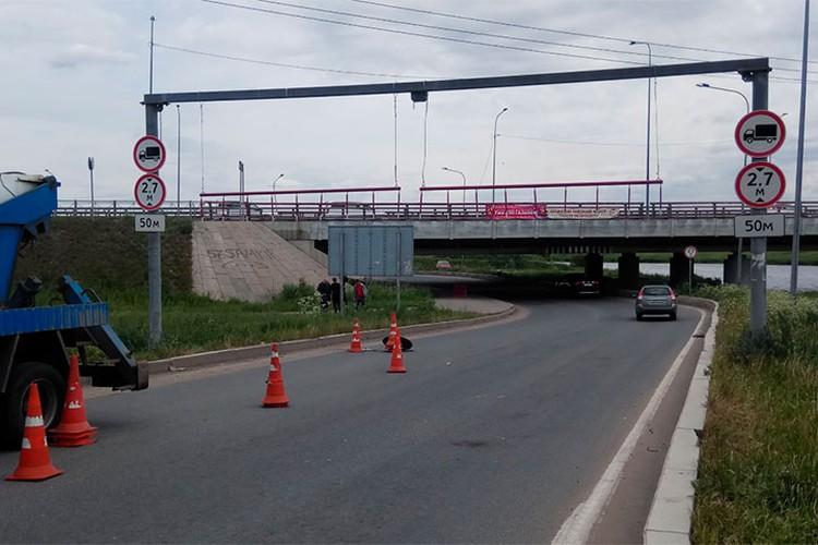 """Также у """"Моста глупости"""" решено было повесить цепи. Фото: twitter@foolsbridge"""
