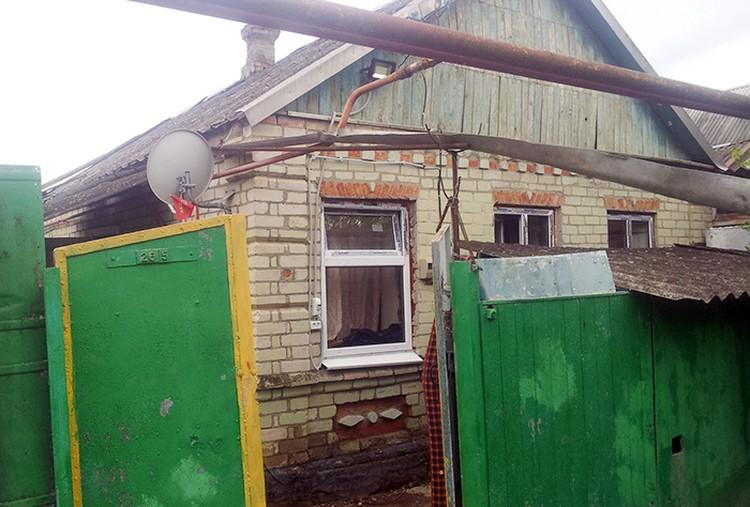 Из-за наводнения дом лопнул полностью