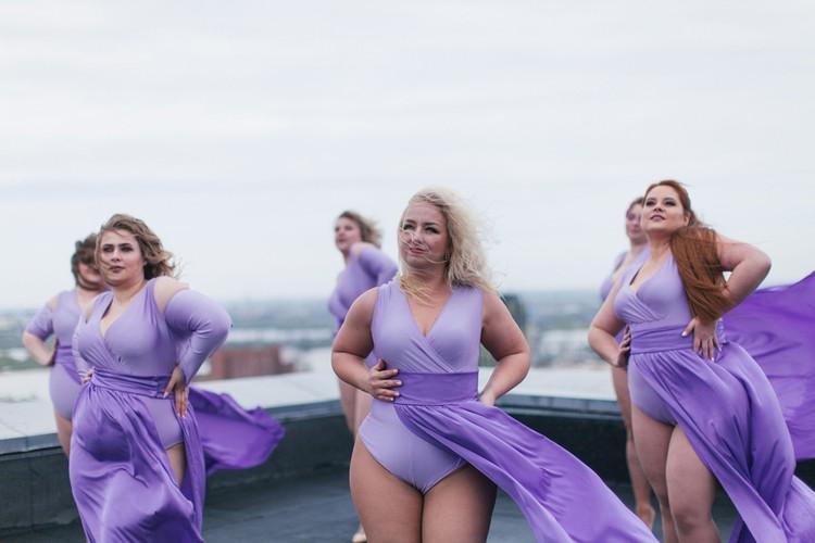 Танцовщицы Plus Size не стесняются своих форм. И готовы доказать, что лишний вес - чувству ритма не помеха. Фото: Luba Butterfly.