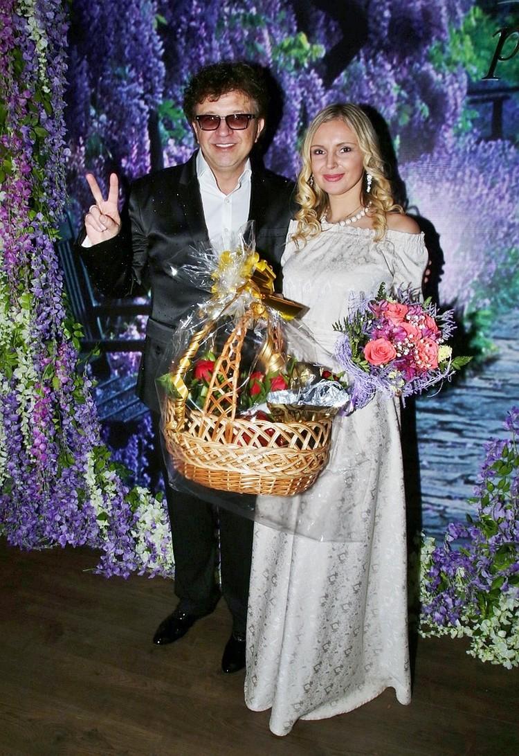 Всего год назад Рома Жуков закатил для друзей шикарную вечеринку на свой 50-летний юбилей. Тогда они с Еленой казались идеальной парой.