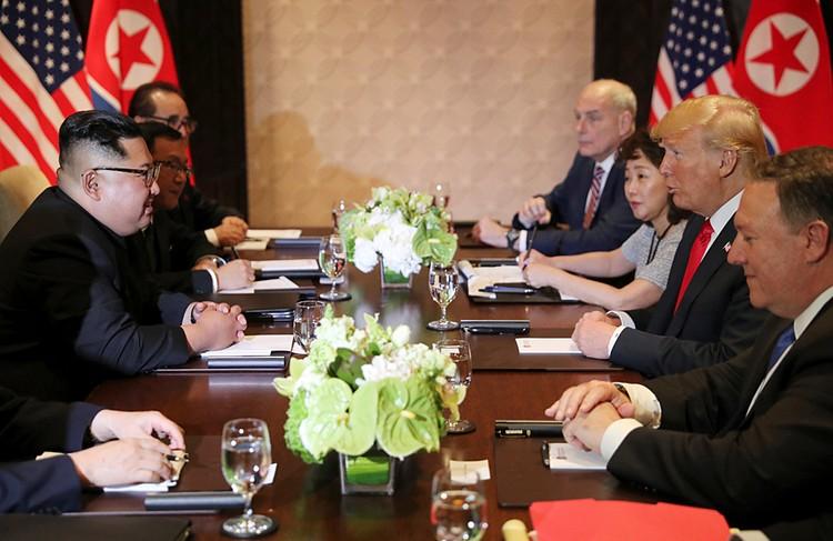 Небывалое случилось: президент США Дональд Трамп встретился со своим северокорейским коллегой. На нейтральной территории — в Сингапуре