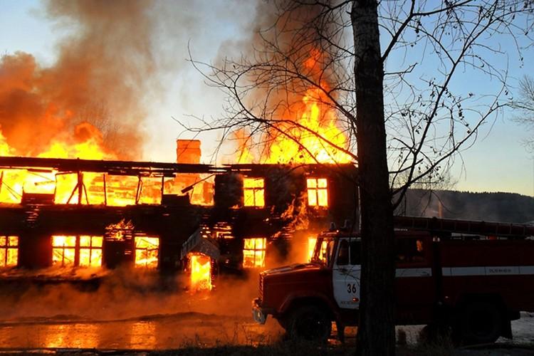 Пожар в двухэтажке в Желехногорск-Илимском в 2014 году произошел по вине одного из жильцов. Фото: соцсети