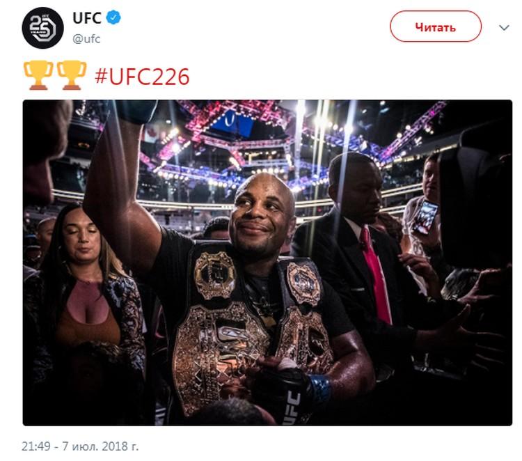 Кормье стал новым чемпионом в тяжелом весе