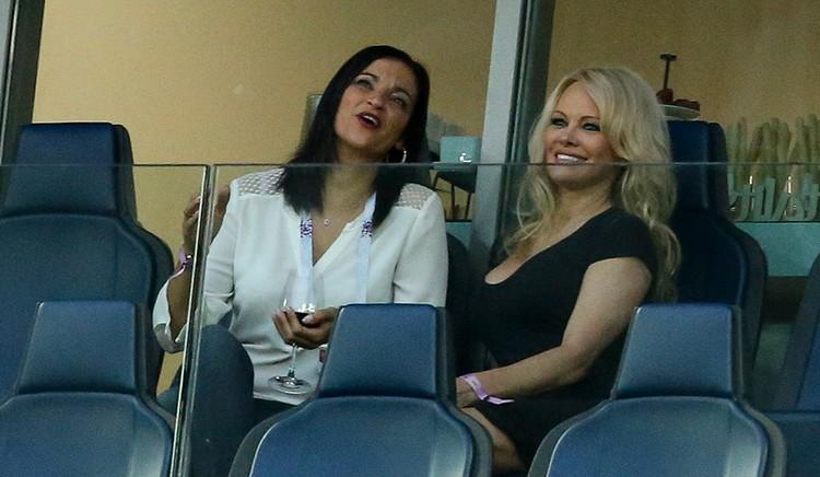 По итогам игры в Санкт-Петербурге сборная Франции вышла в финал чемпионата мира по футболу. На трибуне стадиона Памела поддерживала своего жениха. Фото: GettyImages