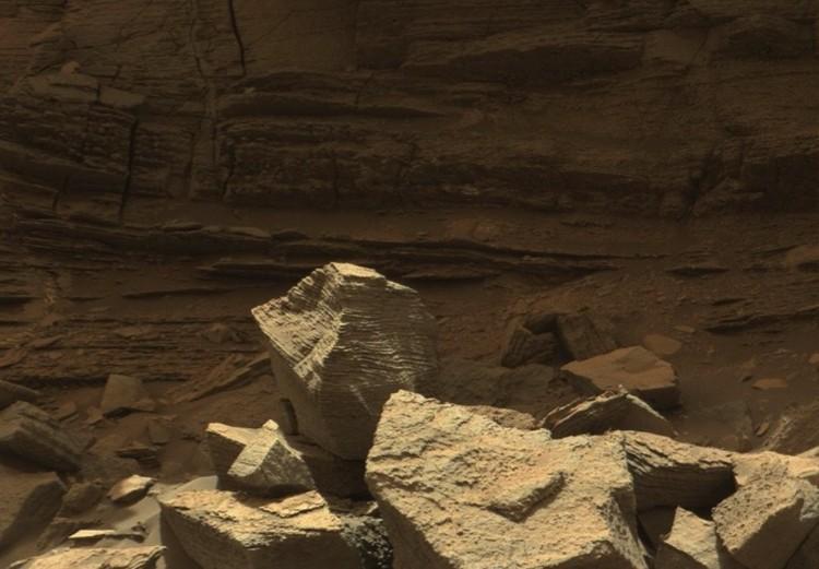 Марс: здесь вообще заметно фигурное выпиливание.
