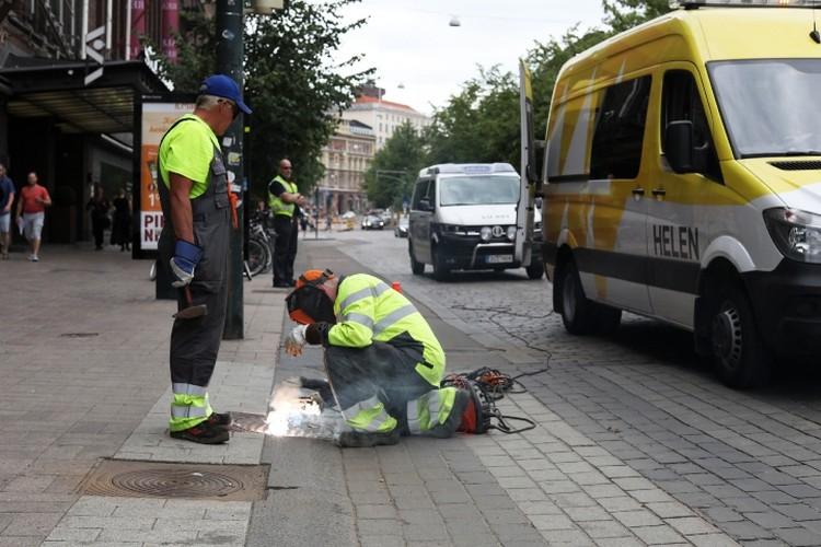 Дорожные службы заваривают люки в Хельсинки