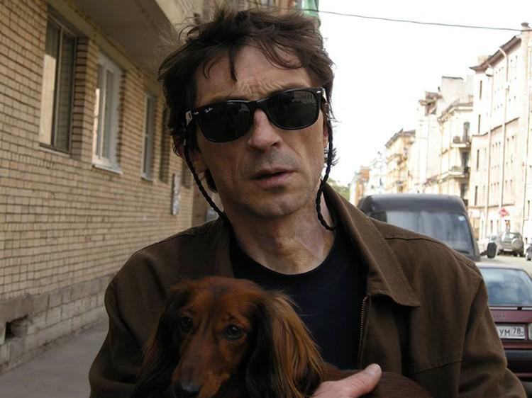 В Петербурге умер художник Андрей Крисанов, автор одной из обложек для альбома группы Кино.