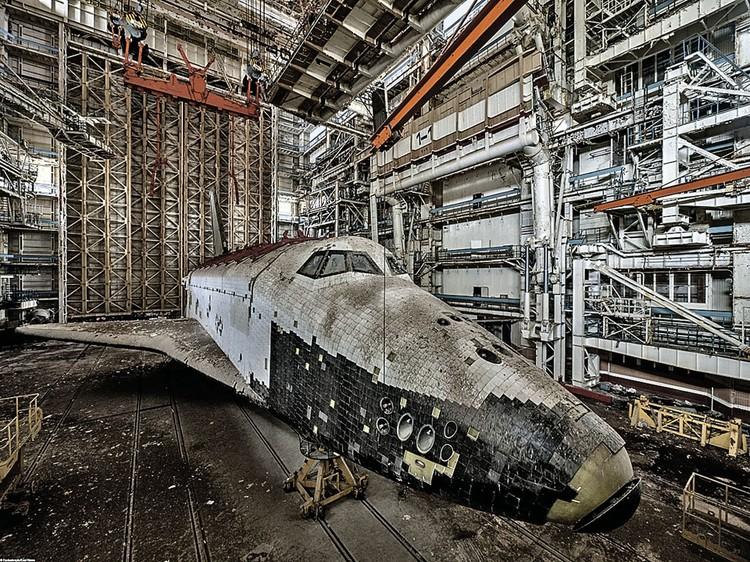 Сегодня оставшиеся космические челноки скорее похожи на рухлядь. Фото: Ralph Mirebs/Exclusivepix Media