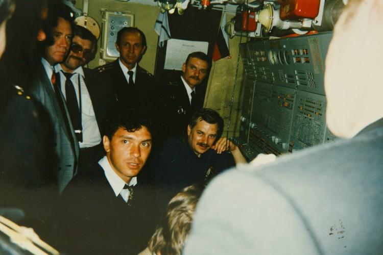 По долгу службы Исаенко виделся с Немцовым. Фото: Из семейного архива. Пересъемка: Александр ГЛУЗ