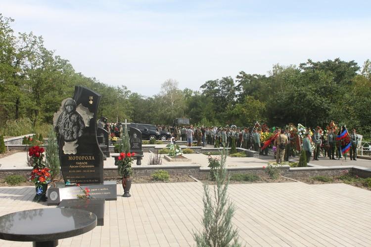 Захарченко похоронили не рядом с Гиви и Моторолой, как это предполагалось