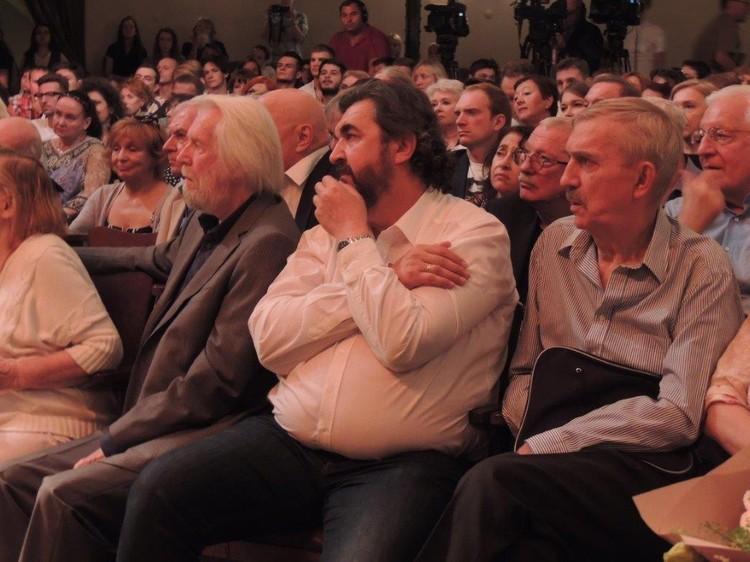 Золотовицкий, Киндинов и Любшин на сборе труппы