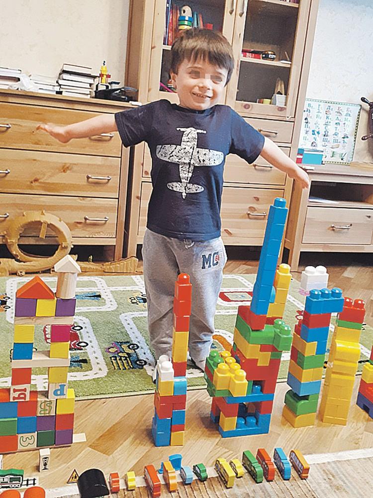 В доме отца у Родиона были любые игрушки, которые только может пожелать четырехлетний мальчик. Фото: Личный архив Голубковых