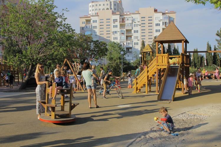 Во дворах в этом году установили больше 100 новых игровых площадок. Фото: sevastopol.gov.ru