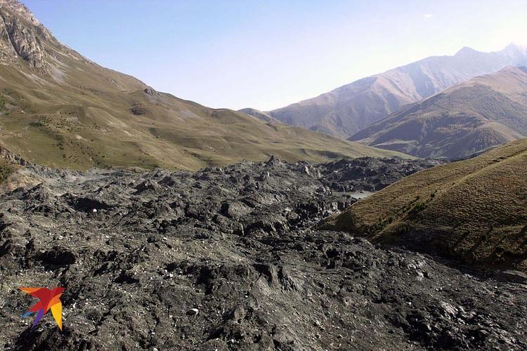 Место схода лавины в Кармадонском ущелье, унесшей более сотни жизней.