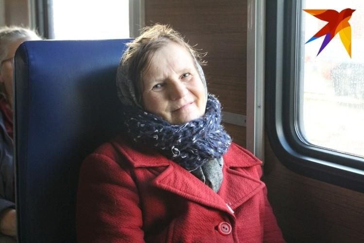 70-летняя Галина Петровна Гельд решила прокатиться на паровозе и вспомнить молодость. Много лет она работала стрелочником