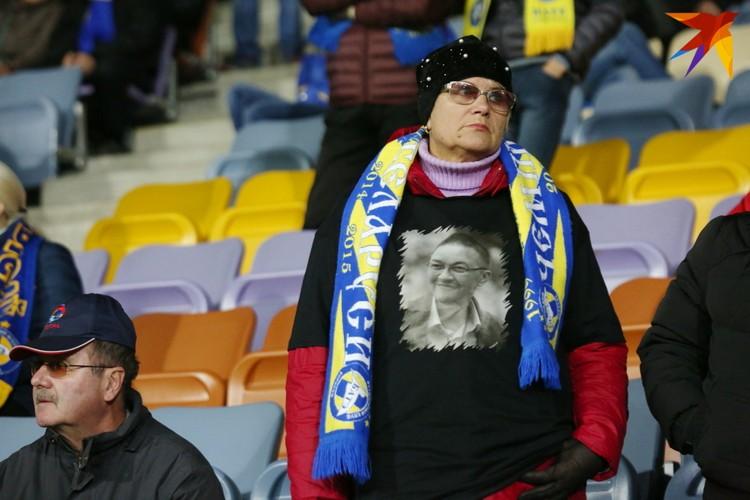 Многие болельщики пришли в атрибутике с изображением Капского.
