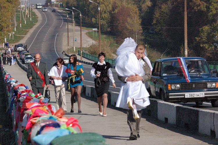 Слепое следование традициям нередко превращает свадьбу в преодоление полосы препятствий.