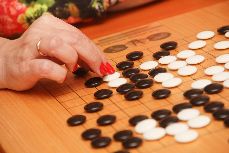 Обучиться игре в Го - не сложно, главное в первое время проявить должную усидчивость