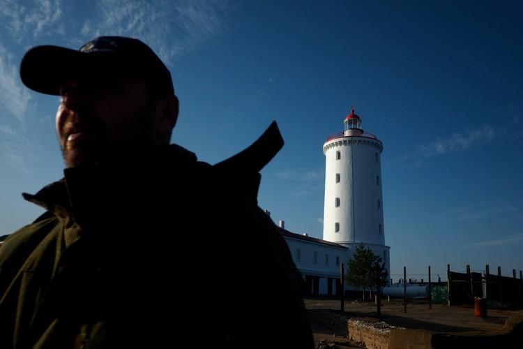Задача смотрителя – не только обеспечивать работу маяка, но и охранять его от мародеров