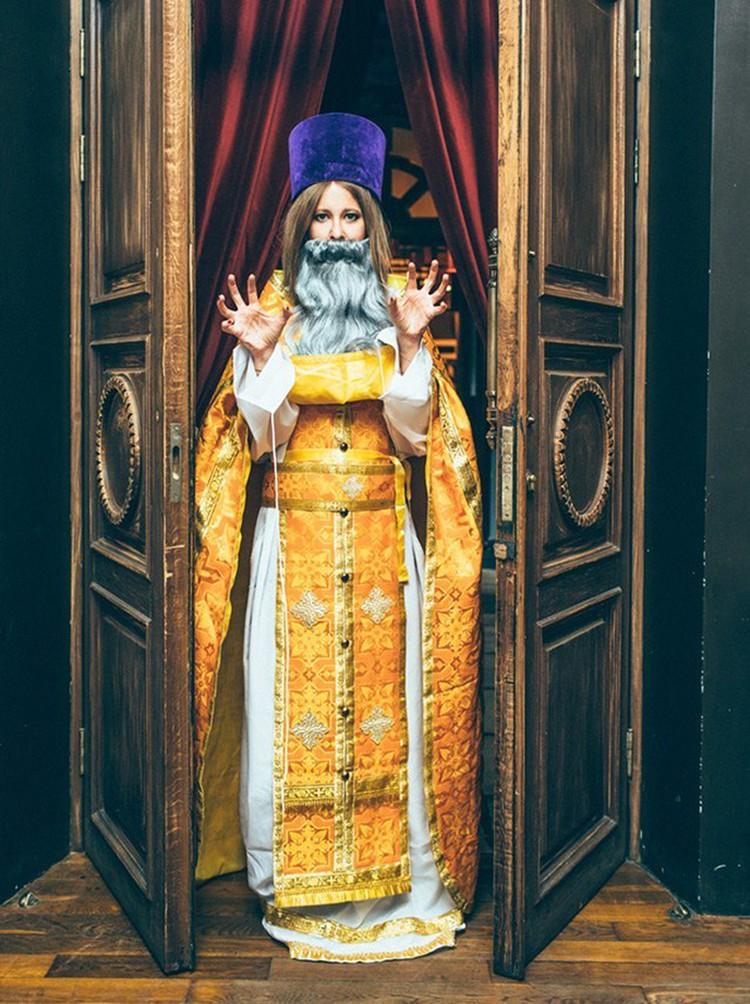 Фото Собчак в образе священника