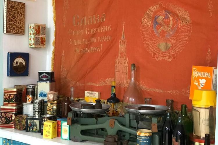На полках музея можно будет увидеть даже чай, шоколад и советский алкоголь. Фото: vk.com/public172183343