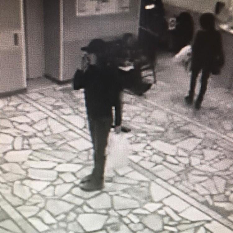 Полицейскими разыскивается женщина на вид около 30 лет