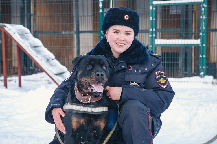 Вместе с хозяйкой Эльмирой. Фото: Сергей Грачев