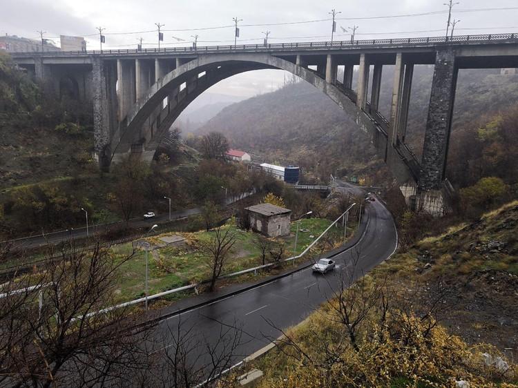 Мост Киевян - эпическое сооружение над Разданским ущельем. ФОТО: Алексей Иванов