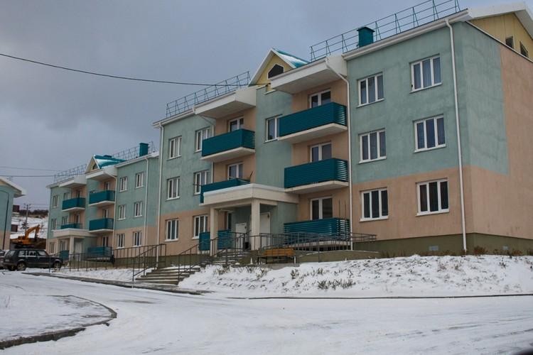 Квартиру в этом новом доме дали молодой семье. Автор фото : Семен ГОРСКИЙ.
