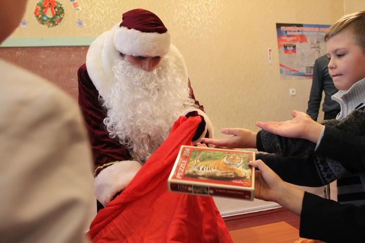 Всего подарки получили более 100 детей